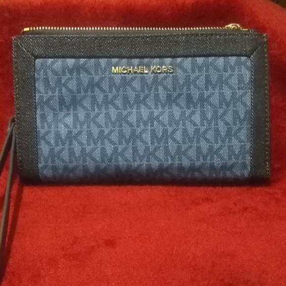 Michael Kors Handbags - Brand New Michael Kors Wristlet /Wallet